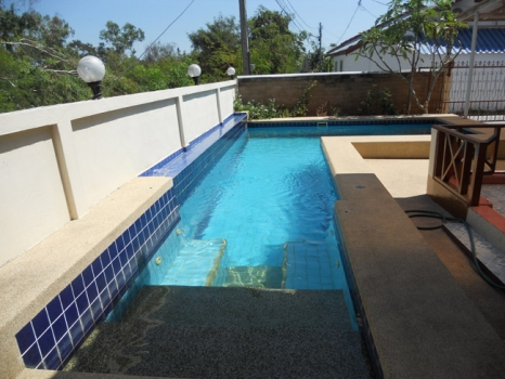Beautiful 3 Bedroom Pool House